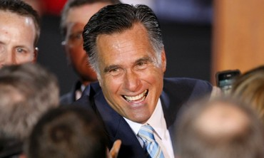 Romney greets supporters in New Hampshire
