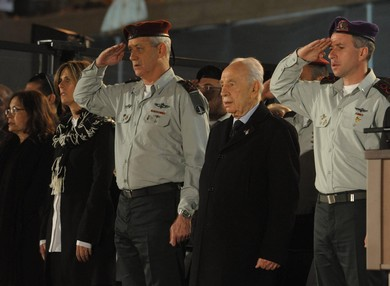 Peres and Gantz at Remembrance Day ceremony