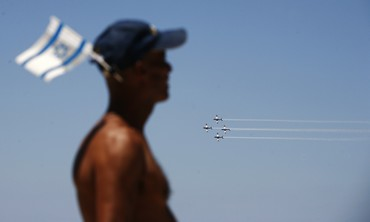 IAF flyover Tel Aviv beach Independence Day [file]