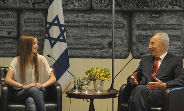 PRESIDENT SHIMON PERES speaks with Noa Weinzweig