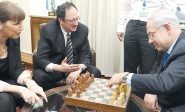 Netanyahu and Livnat meet chess champ Gelfand