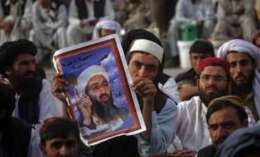 Pakistanis holding Bin Laden poster