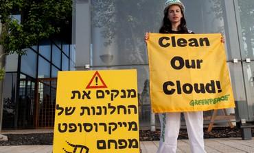 Greenpeace protest again Microsoft