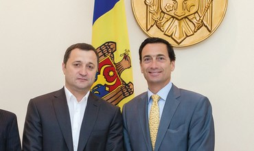 Moldovan PM (left,) Matthew Bronfman
