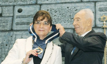 PRESIDENT PERES honors Toronto's Judy Feld Carr