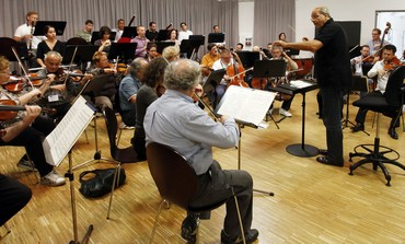 Paternostro conducts the Israel Chamber Orchestra