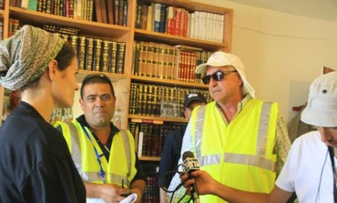 Ulpana holdout Fatal speaks with Def. Min. worker