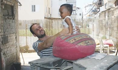 Volunteer with Eritrean toddler at community cente