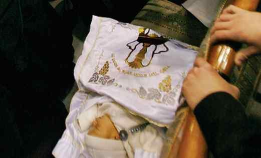 Enfant préparé pour le rituel sacré