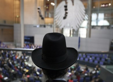 Rabbi listens to debate on circumcision in Germany