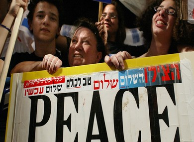 Peace Now demonstrate outside Prime Minister's hom