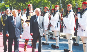 Peres with Greek President Papoulias in Athens