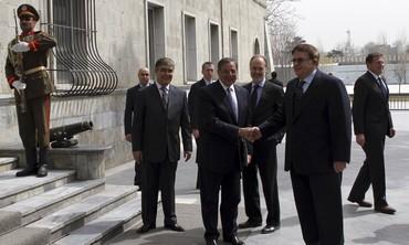 Panetta shakes hand with Wardak