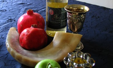 A table of traditional Rosh Hashanah items.