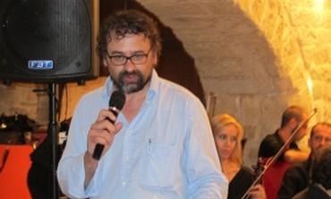 Francesco Lotoro introducing a concert of cabaret
