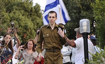 Gilad Schalit arrives from captivity