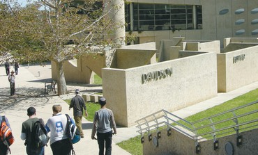 STUDENTS WALK to class at the Weizmann Institute