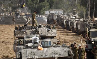 IDF prepares armed forces near Gaza border.Photo:REUTERS/Ronen Zvulu