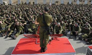 Col. Amir Baram briefing soldiers.