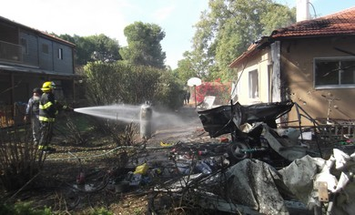 House damaged in rocket attack in Be'er Tuviya.