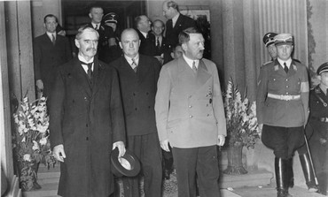 Chamberlain, Hitler meet on Czechoslovakia in 1938