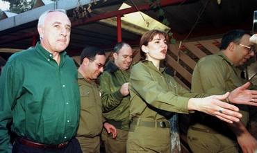 Amnon Lipkin-Shahak completes army service in 1998
