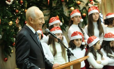 Peres celebrates Christmas w/ Christian-Arab kids.