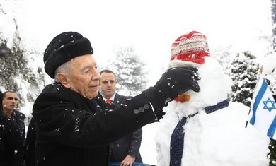 President Peres in the snow, January 10, 2013.