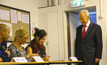 President Shimon Peres voting in Jerusalem in the Knesset elections, January 22, 2013.