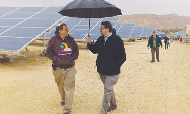 US AMBASSADOR Daniel Shapiro (right) shares an umbrella with Arava Power president Yosef Abramowitz