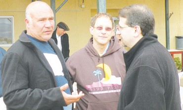 Haj Mousa Tarabin (left),  Yosef Abramowitz  and US Ambassador Dan Shapiro