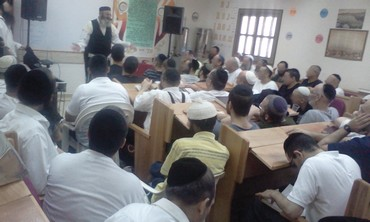 Torah lesson at Rishonim Prison.
