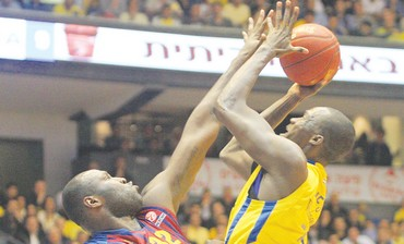SHAWN JAMES (right) of Maccabi Tel Aviv