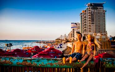 Barbie and Ken: Tel Aviv beach