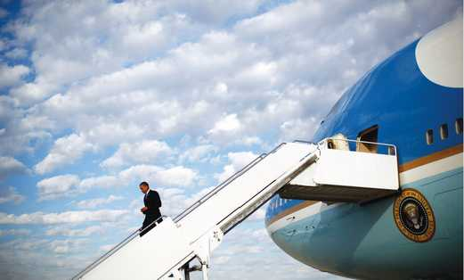 Obama and Airforce One 521