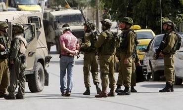 IDF soldiers arrest a Palestinian man [file].
