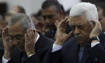 PA President Mahmoud Abbas (R) and Prime Minister Salam Fayyad pray in the West Bank, 2012.
