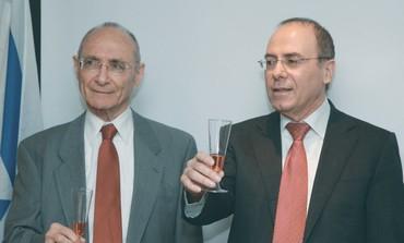 Silvan Shalom and Uzi Landau at handover ceremony
