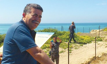 Environmental Protection Minister Amir Peretz visits Palmahim Beach.