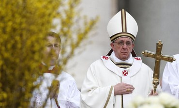 Pope Francis arrives to lead the Easter mass in St. Peter's Square at the Vatican March 31, 2013.