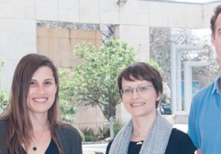 DR. INA SLUTSKY (center) with Hila Fogel (left) and Dr. Yiftah Dolev.