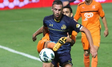 RADE PRICA'S Maccabi Tel Aviv (front) and Aviv Hadad's Bnei Yehuda battled to a 2-2 draw