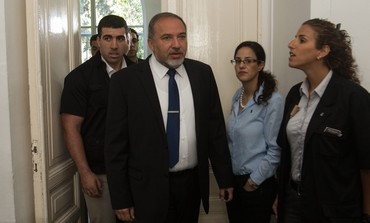 Avigdor Liberman at court in corruption trial, April 25, 2013