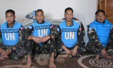 Photo of detained peacekeepers released by Syrian rebels, May 7, 2013