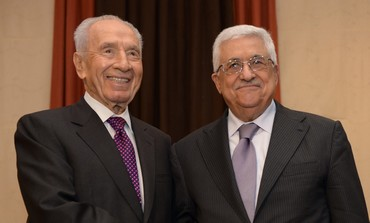 President Shimon Peres and PA President Mahmoud Abbas at the World Economic Forum May 26, 2013.