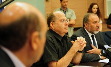 Defense Minister Moshe Yaalon and FADC chairman MK Avigdor Liberman
