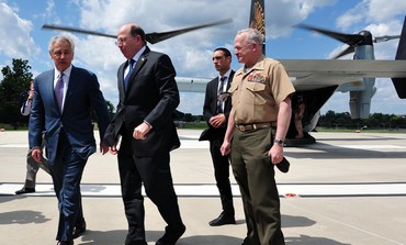 Defense Minister Moshe (Bogie) Ya'alon with US Secretary of Defense Chuck Hagel on Jet V-22, June 15
