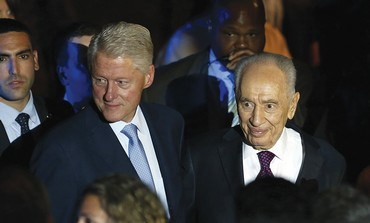 PRESIDENT SHIMON PERES and former US president Bill Clinton at the Peres Academic Center in Rehovot.