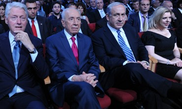 Peres, Clinton, and the Netanyahus at the president's  90th birthday celebration