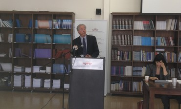 US AMBASSADOR Dennis Ross presents JPPI's findings at Hebrew University.
